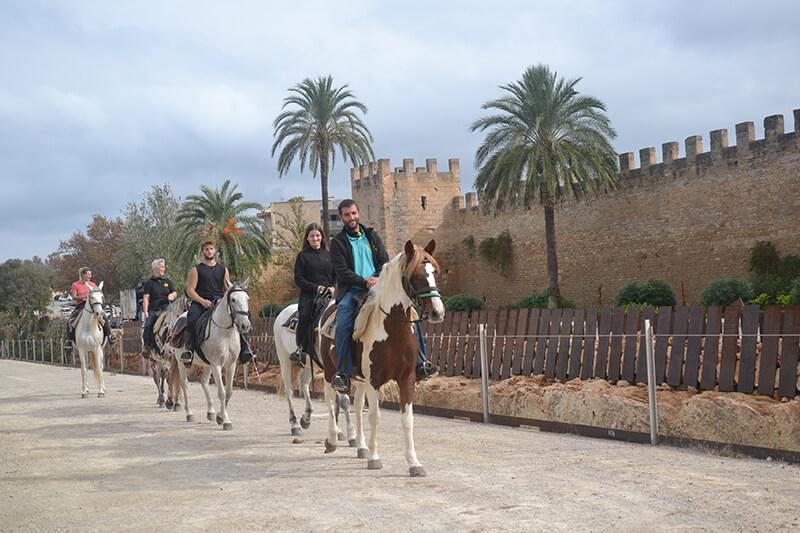 montar a caballo en alcudia pueblo